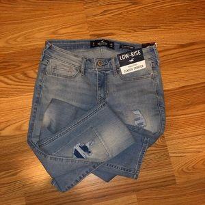 BNWT Hollister skinny jeans. Classic stretchSize 1